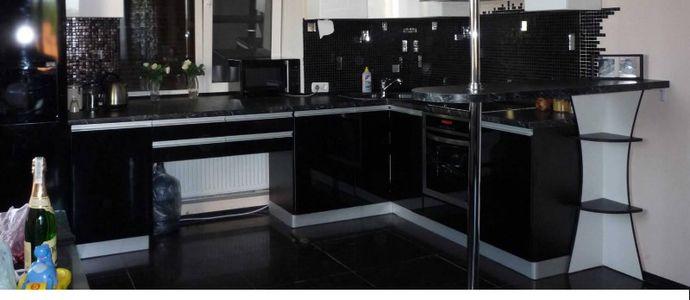 Чёрный пол на кухне