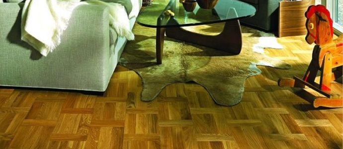 Кварцвиниловый пол в гостиной