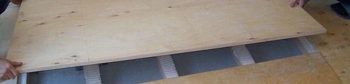 Как нужно подготавливать и укладывать черновой деревянный пол?