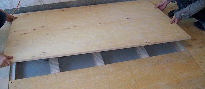 Укладка чернового деревянного пола