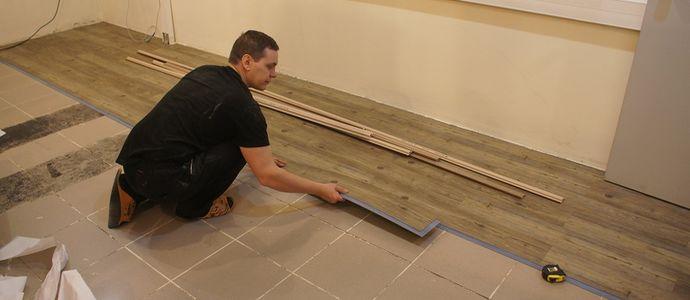 Как уложить плитку пвх на пол своими руками