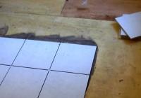 Как следует ложить плитку на деревянный пол?