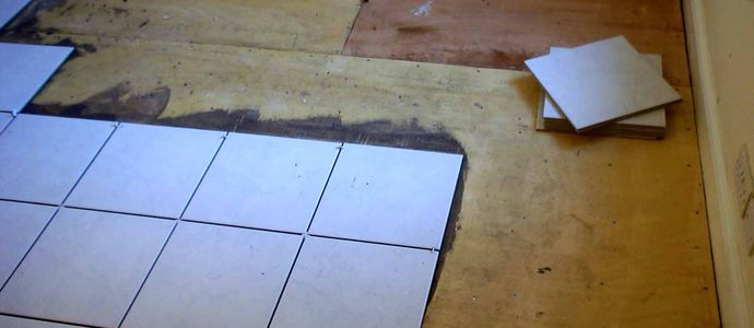 Грамотный монтаж плитки на деревянный пол