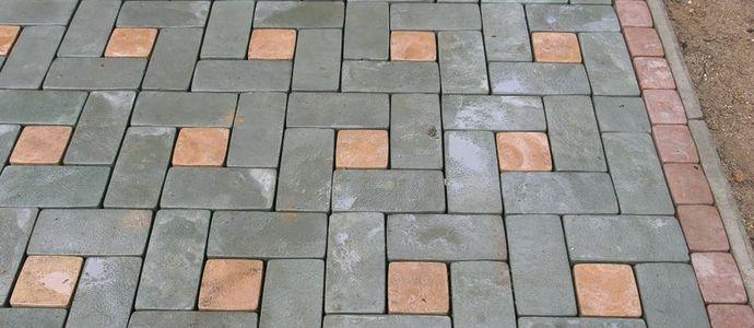 Уличная плитка на тротуаре