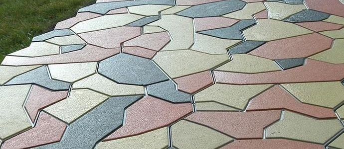 Уличная брусчатка ломаной геометрической формы