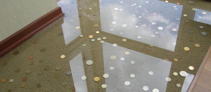 Заливной пол с монетами