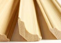 Необработанные деревянные плинтусы